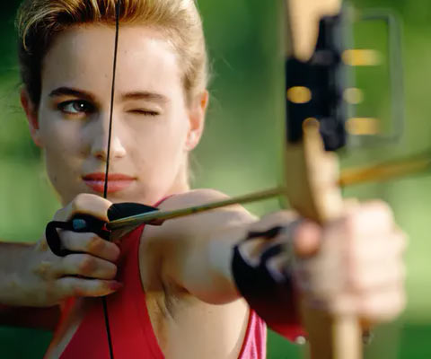 woman getting archery lessons in Orlando Florida at Orlando Archery Academy